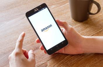Amazon advertises senior insurance vacancy